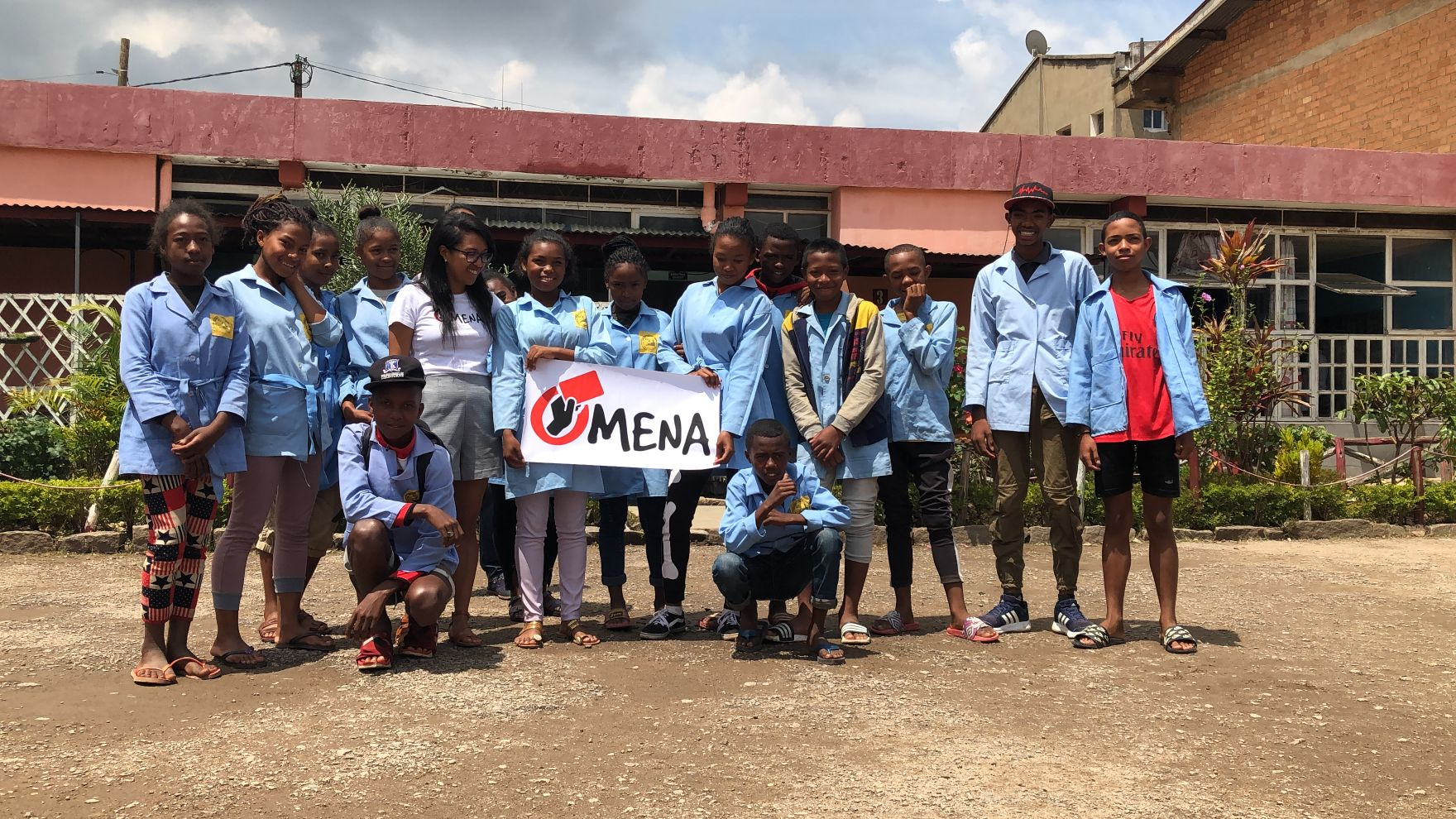 Group of kids with Omena sign